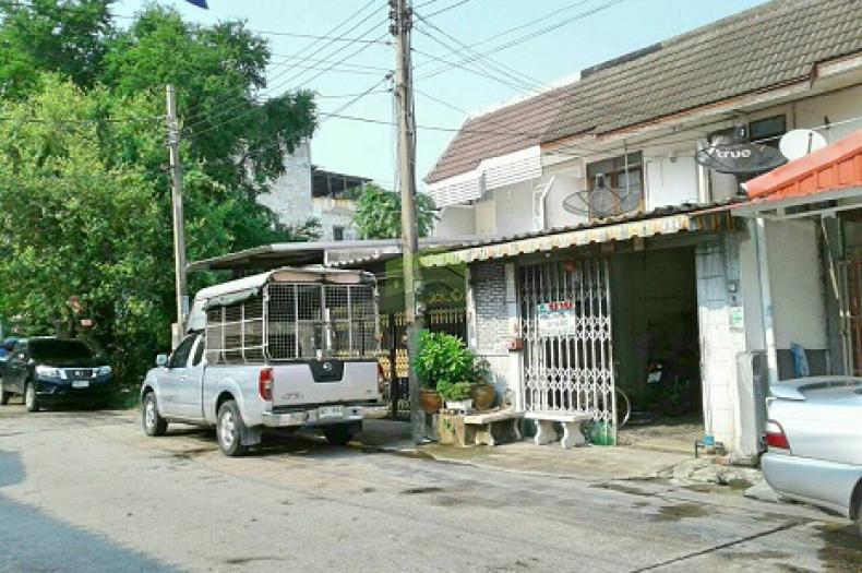 หมู่บ้าน พร้อมสุข ซอย รามอินทรา 8 แยก 2 ขายด่วน ทาวน์เฮ้าส์ 2 ชั้น เนื้อที่ 26 ตร.ว ทำเลดี
