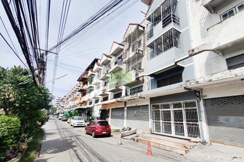 ขายด่วน อาคารพาณิชย์ 3.5 ชั้น รังสิต-ปทุมธานี 15 เนื้อที่ 16.30 ตร.ว ทำเลดี ราคาต่อรองได้