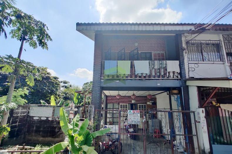 หมู่บ้าน ฉัตรแก้ว บางกะปิ ขายด่วน ทาวน์เฮ้าส์ 2 ชั้น เนื้อที่ 24 ตร.ว ห้องริม ซอย แฮปปี้แลนด์ ทำเลดี ราคาต่อรองได้