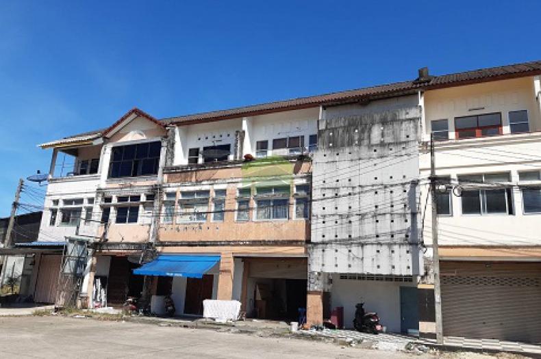 หมู่บ้าน อิมพิเรียล ถนน พิชิตบำรุง ขายด่วน อาคารพาณิชย์ 3 ชั้น เนื้อที่ 22 ตร.ว ทำเลดี