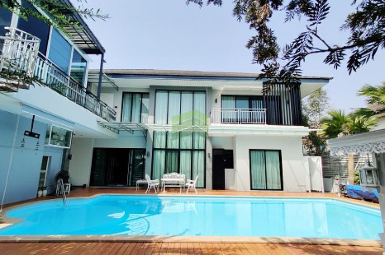 หมู่บ้าน ราชธานี คลองหลวง คลองห้า ขายด่วน บ้านเดี่ยวหรู 135 ตร.ว มีสระว่ายน้ำ พร้อมเฟอร์ครบชุด เข้าอยู่ได้ทันที ราคาต่อรองได้