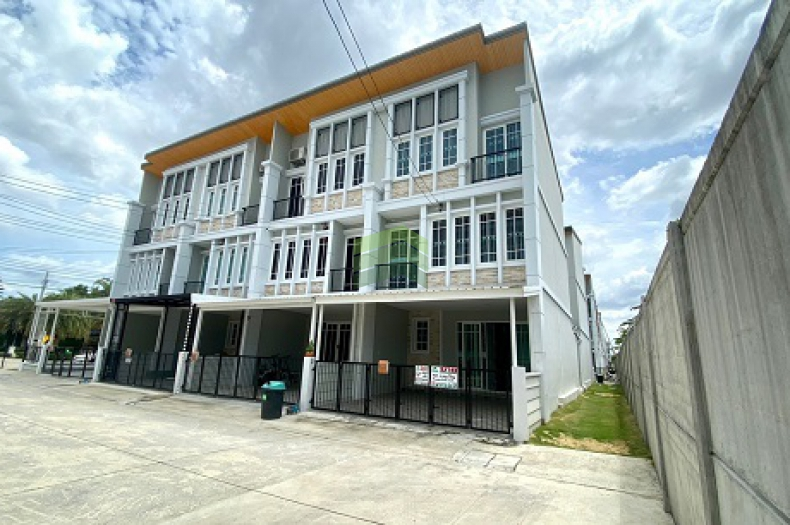 หมู่บ้าน โกลเด้น ซิตี้ สาทร Golden City Sathorn ขายด่วน ทาวน์โฮม 3 ชั้น เนื้อที่ 21 ตร.ว แปลงริม บ้านใหม่ พร้อมอยู่