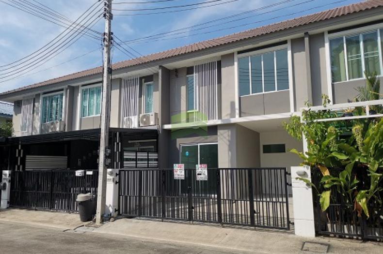 หมู่บ้าน พฤกษาวิลล์79 พหลโยธิน- รังสิต ขายด่วน ทาวน์เฮ้าส์ 2 ชั้น เนื้อที่ 18.70 ตร.ว  ถนน เลียบคลองเปรมประชากร สวนพริกไทย เมือง ปทุมธานี บ้านใหม่ ไม่เคยเข้าอยู่