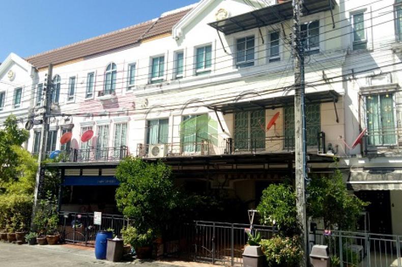 บ้านกลางเมือง ลูเซิร์น อ่อนนุช46 ขายด่วน ทาวน์โฮม 3 ชั้น เนื้อที่ 21.30 ตร.ว สุขุมวิท77 ศรีนครินทร์ สวนหลวง กรุงเทพฯ ทำเลดี
