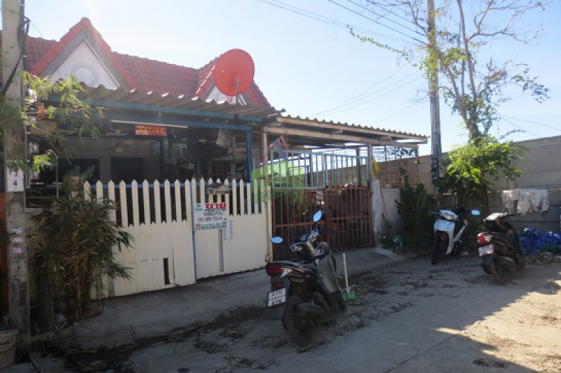 หมู่บ้าน พีเค9 ซอย ประชาสามัคคี9 ขายถูก ทาวน์เฮ้าส์ 1 ชั้น เนื้อที่ 18.5 ตร.ว ซอยกระทิงแดง ถนนประชาอุทิศ ในคลองบางปลากด พระสมุทรเจดีย์ สมุทรปราการ